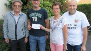 Jean-Pierre Réminiac, vice-président de l'association Mille et un sourires est entouré de Philippe Lebret et de Nicole Rallu.